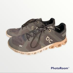 ON CLOUD ATHLETIC SHOES SIZE W9.5